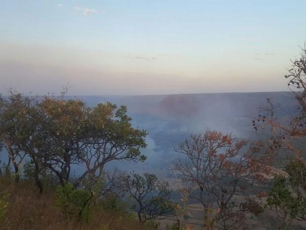 Fogo na região de Taquaruçu (Foto: Adriano Fonseca/TV Anhanguera)