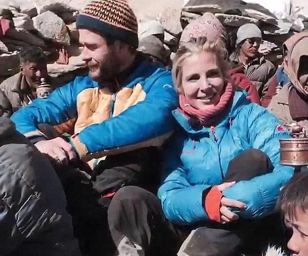 O ator Chris Hemsworth e a atriz Elsa Pataky durante sua viagem ao Himalaia (Foto: Instagram)