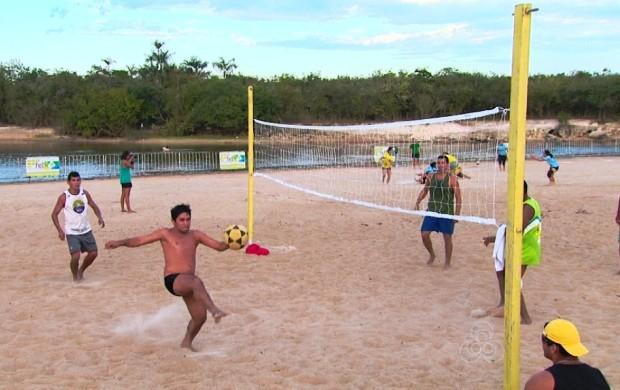 Atletas da cidade se reuniram para praticar as modalidades em uma praia da capital (Foto: Globo Esporte RR)