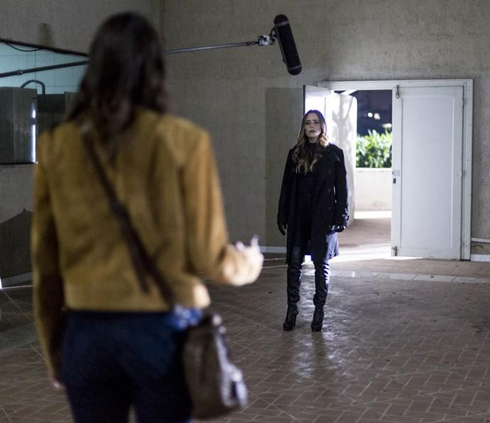 Atrizes gravam a cena em que Bruna confessa ter explodido o Grand Bazzar (Foto: Ellen Soares/Gshow)
