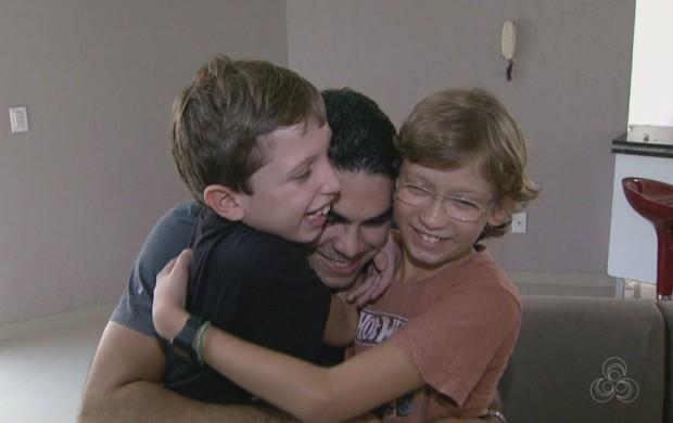 Pais falam do amor que sentem por filhos adotados (Foto: Bom Dia Amazônia)