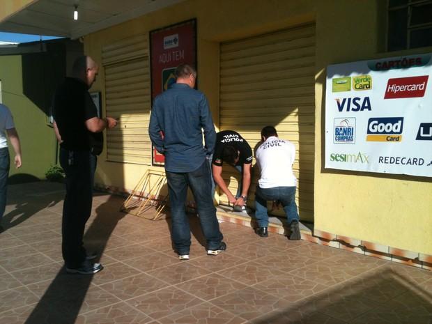 Polícia troca de medicamento farmácia de Guaíba RS (Foto: Dayanne Rodrigues/RBS TV)