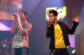 A dupla Pedro & Thiago no programa Jovens Tardes, em 2002 (Foto: Renato Rocha Miranda/TV Globo)
