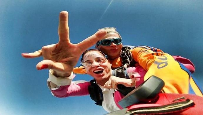 Binha Reis realiza seu primeiro salto de paraquedas  (Foto: Emerson Castro/ arquivo pessoal )