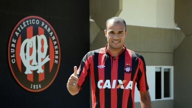 Roger, atacante do Atlético-PR (Foto: Site oficial do Atlético-PR/Divulgação)