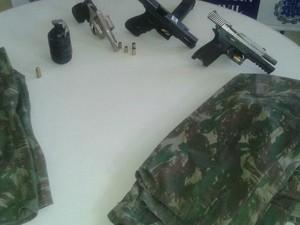 Armas apreendidas pela polícia com o grupo (Foto: Divulgação/Secretaria de Segurança Pública)