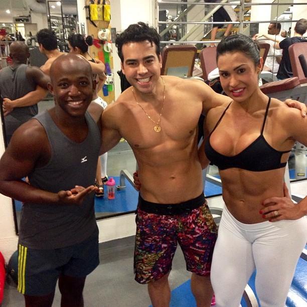 Gracyanne Barbosa com amigos em academia (Foto: Instagram/ Reprodução)