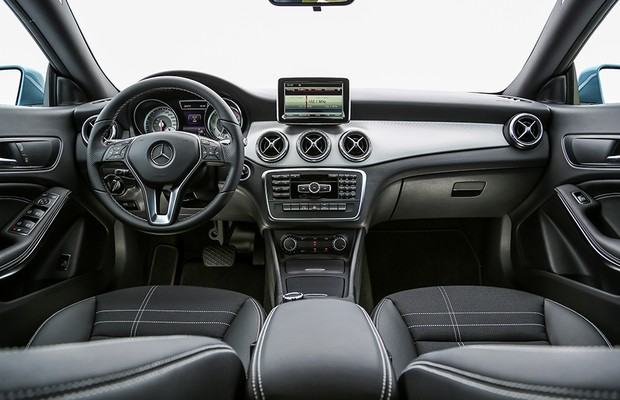 Interior do Mercedes-Benz CLA 200 First Edition (Foto: Rafael Munhoz / Autoesporte)