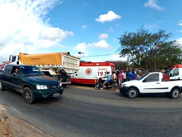 Trânsito ficou lento no quarto anel viário, onde ocorreu a troca de tiros (Foto: TV Verdes Mares/Reprodução)