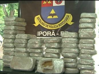 Cerca de 58 quilos de crack foram apreendidos pela PRE (Foto: Reprodução RPC TV Noroeste)
