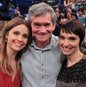 Atriz se emociona ao falar sobre a irmã Cynthia (TV Globo/Altas Horas)