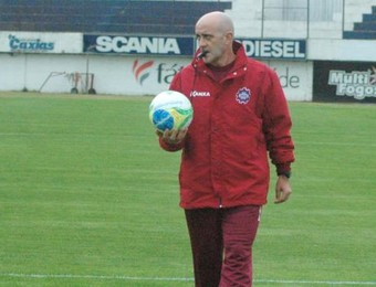 Técnico Itamar Schülle promove mudanças no Caxias contra o Madureira (Foto: Divulgação/Caxias)