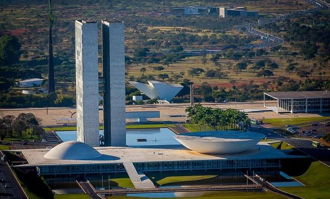 Congresso Nacional com a Praça dos Três Poderes (Foto: Bento Viana)
