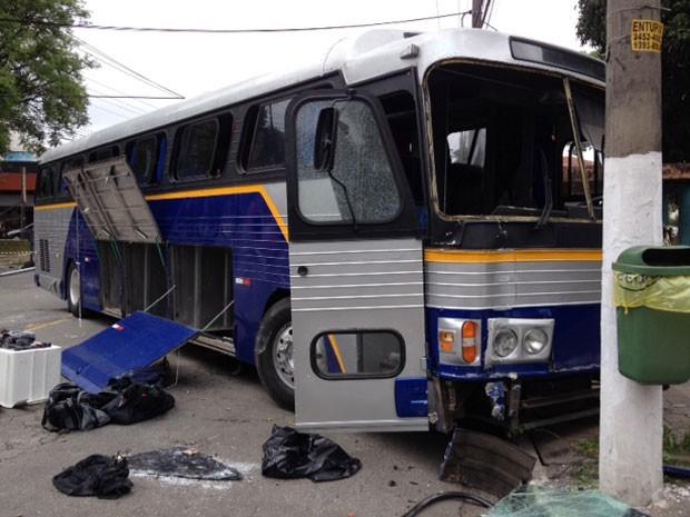 Armas foram encontradas em ônibus usado no assalto (Foto: Tatiana Santiago/G1)