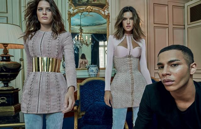 Isabeli Fontana e Alessandra Ambrosio posam com Olivier Rousteing em Paris dois dias depois do desfile para o inverno 2016/17 da Balmain (Foto: Reprodução/Vogue Brasil)