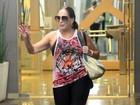 Susana Vieira aproveita o feriado para malhar e dá show de simpatia
