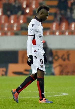 Mario Balotelli expulso Nice x Lorient (Foto: AFP)