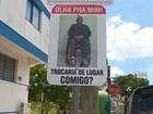 Fotos de pessoas com deficiência são fixadas em vagas exclusivas no RS