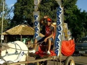 Carroça levava a carga tributária do país (Foto: Reprodução/TV Anhanguera)