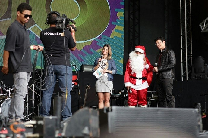 Em reportagem especial para o programa, o Padre conheceu a história emocionante do Papai Noel negro (Foto: Luiz Renato Corrêa/RPC)