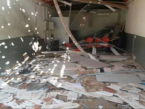 Agência bancária ficou completamente destruída (Foto: Divulgação/Polícia Militar)