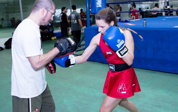 Ana Lais Barbosa única boxeadora da equipe sorocabana  (Foto: Marlon Carvalho/ LisoBoxe)