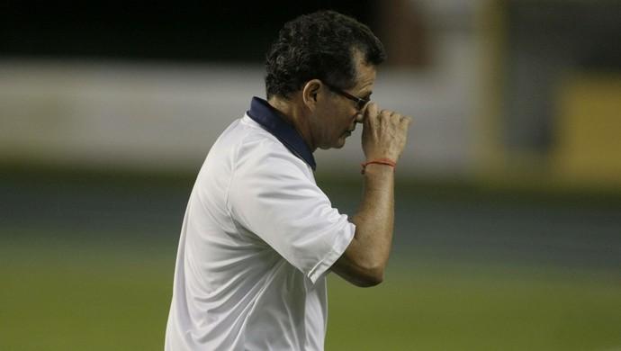 Técnico do Remo, Valter Lima não gostou do que viu e deve fazer mudanças para o jogo de volta contra o Goiás (Foto: Marcelo Seabra/O Liberal)