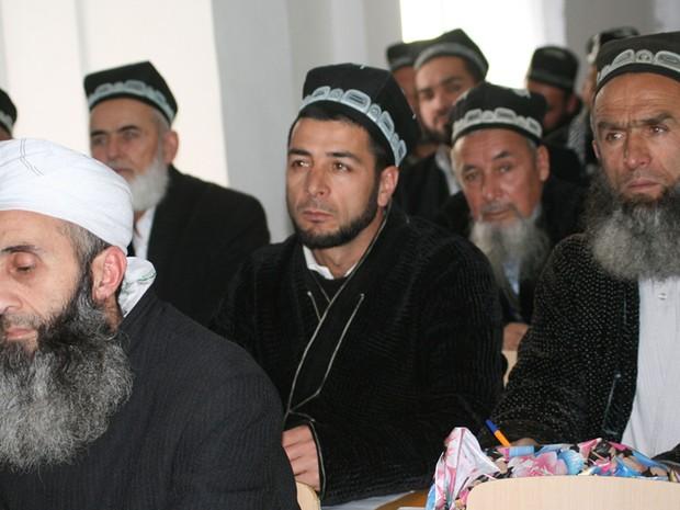 Campanha oficial no Tajiquistão mira barbas para evitar radicalismo  (Foto: BBC)