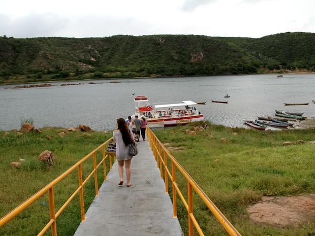 Cais do povoado de Entremontes possui uma bela vista para o rio São Francisco (Foto: Waldson Costa/G1)