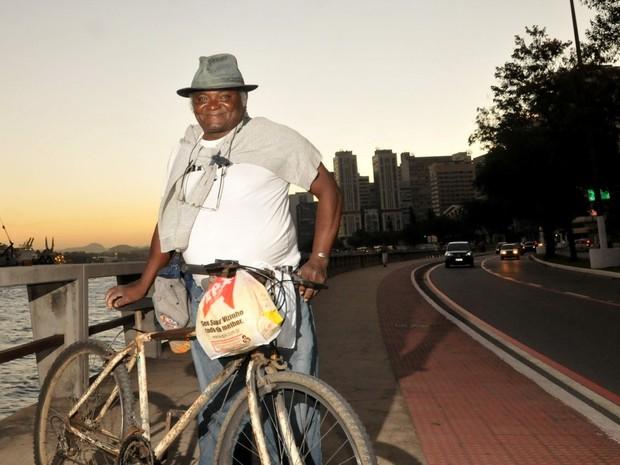 Joaquim pedala todos os dias atrás do sonho de ser delegado (Foto:  Fernando Madeira / A Gazeta)