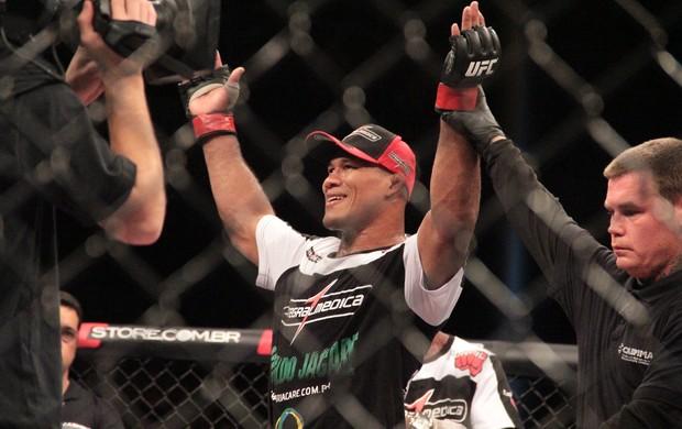 Ronaldo Jacaré, Francis Carmont e Georges St-Pierre, UFC, Jaraguá do Sul (Foto: Rodrigo Malinverni)