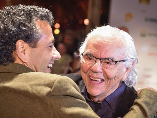 Marcos Palmeira surpreendeu o pai Zelito Viana em homenagem em Gramado RS (Foto: Edison Vara/Pressphoto)