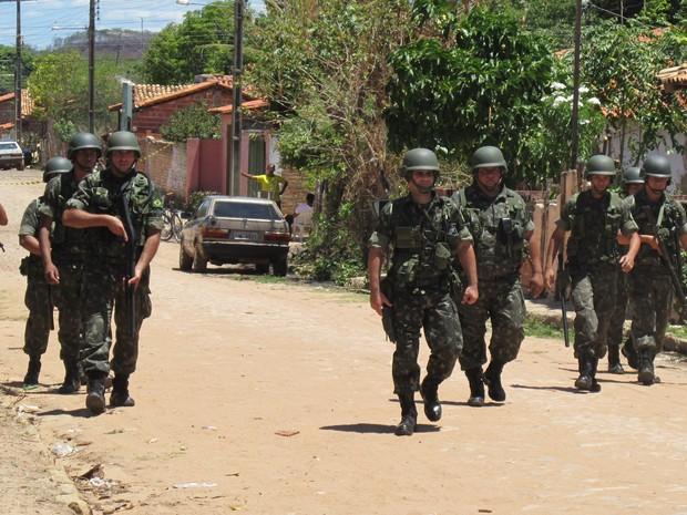 Homens da Força Nacional no Piauí (Foto: Katylenin França)
