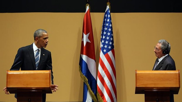 Barack Obama e Raúl Castro (Foto: Agência EFE)