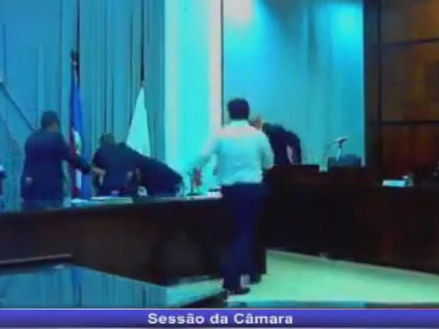 Ex-prefeito de Orlândia agrediu parlamentar no plenário da Câmara (Foto: Portal Orlândia Online)