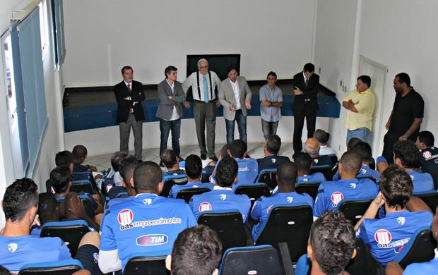 Presidente Fernando Schmidt e equipe têm reunião com jogadores do clube no Fazendão (Foto: Divulgação/E.C. Bahia)