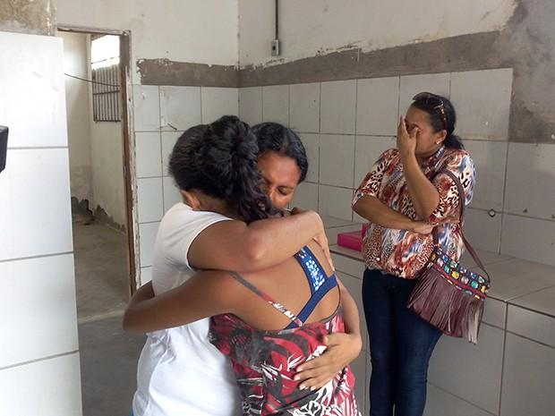 Emoção marcou encontro entre mãe e filha no CDP feminino de Parnamirim, na Grande Natal (Foto: Renato Vasconcelos/ G1)