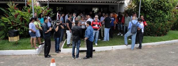 Enterro do atacante Alex Alves (Foto: Sérgio Pinheiro/TV Bahia)