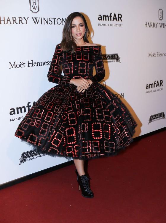Com look que deu o que falar, Anitta fez uma das apresentações musicais da noite (Foto: AG. News)