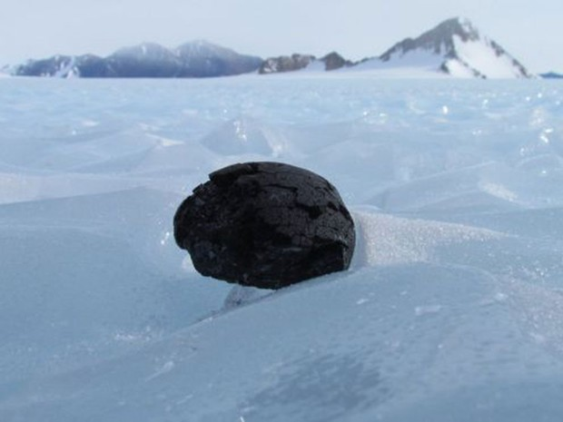 A Antártida é um dos melhores lugares para se buscar meteoritos (Foto: BBC/Antarctic Search for Meteorites Program Katherin)