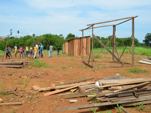 A ocupação começou na última sexta-feira (25), segundo as famílias que estão no local (Foto: Eliete Marques/G1)
