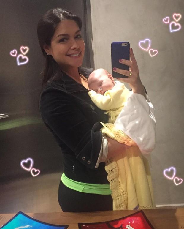 Thais Ferzosa e a filha, Melinda (Foto: Reprodução / Instagram)