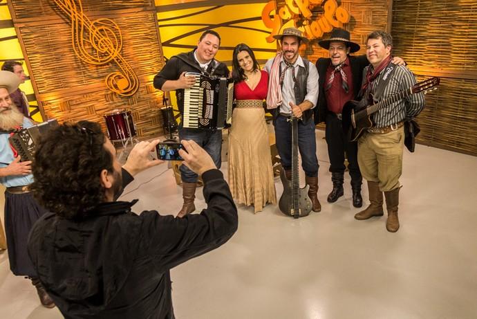 Músicos do Grupo Nêgo Véio Galpão Crioulo (Foto: Maicon Hinrichsen/RBS TV)