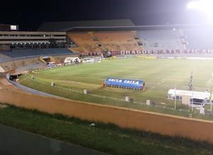 Serra Dourada Atlético-GO x Criciúma (Foto: J. Éder/Rádio Eldorado)