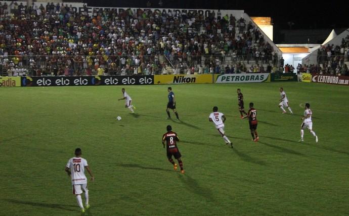 O Flamengo venceu o Salgueiro por 2 a 0 e eliminou o jogo de volta pela Copa do Brasil (Foto: Emerson Rocha)