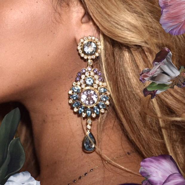 Beyoncé e o brinco (Foto: Reprodução)