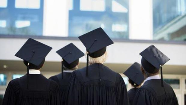 Não é comum bilionários terem abandonado universidade, segundo pesquisa (Foto: BBC)