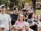 Jack White vai a festa de vizinhos na rua de casa mas não é reconhecido