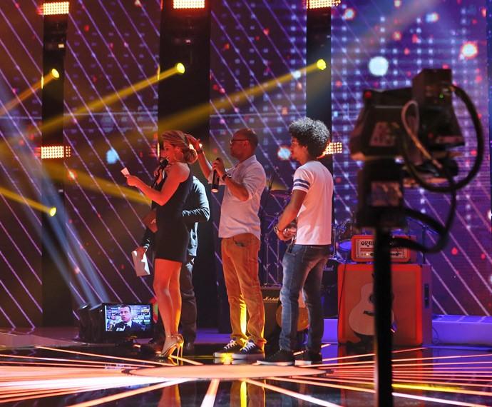 Fernanda Lima se prepara para entrar ao vivo no SuperStar, minutos antes do show começar (Foto: Isabella Pinheiro/Gshow)