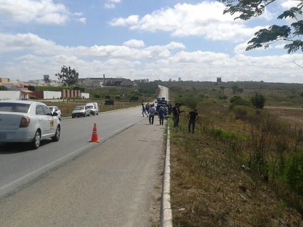 Homem teve o pescoço cortado por arame na BR-230, próximo a Campina Grande (Foto: Felipe Valentim / TV Paraíba)